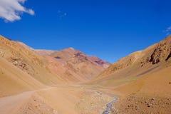 Het landschap van de Andes en de weg die tot Paso DE Agua Negra berg leiden gaan, Gebied DE Coquimbo, Chili aan Argentinië over royalty-vrije stock afbeelding
