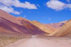 Het landschap van de Andes en de weg die tot Paso DE Agua Negra berg leiden gaan, Gebied DE Coquimbo, Chili aan Argentinië over royalty-vrije stock afbeeldingen