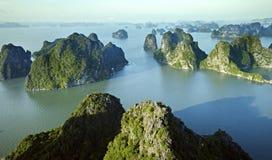 Het landschap van de Baai van Halong, Vietnam Stock Foto's