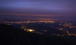 Het landschap van de berg bij nacht stock afbeeldingen