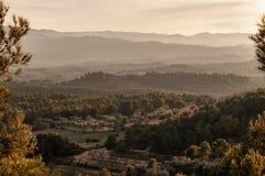 Het landschap van de berg bij zonsondergang stock afbeeldingen