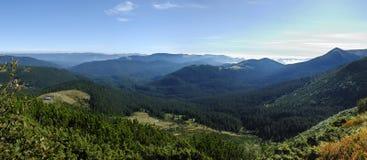 Het landschap van de berg in de Karpaten Stock Afbeeldingen