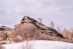 Het landschap van de berg Grote stenen Bewolkt Weer stock foto