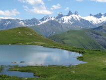 Het landschap van de berg met een vijver Royalty-vrije Stock Foto