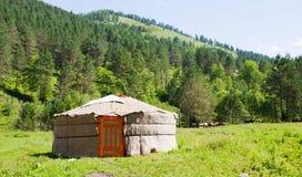 Het landschap van de berg met een yurta Stock Foto