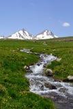 Het landschap van de berg met rivier Stock Afbeeldingen