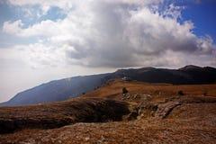 Het landschap van de berg met wolken Stock Afbeelding