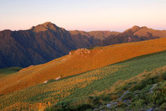 Het landschap van de berg met zonsopgang stock foto