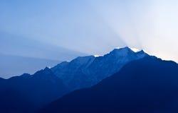 Het landschap van de berg in Nepal Himalayagebergte Stock Foto's