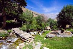 Het landschap van de berg onder blauwe hemel Royalty-vrije Stock Foto