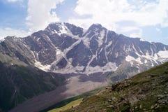 Het landschap van de berg op een zonnige dag Stock Foto
