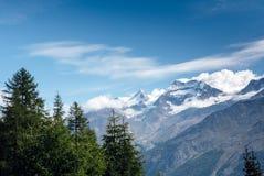 Het landschap van de bergsneeuw Stock Afbeeldingen