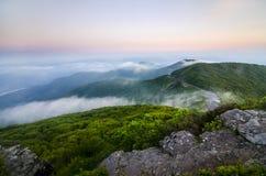 Het Landschap van de bergzonsondergang Stock Afbeeldingen
