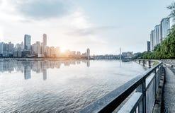 Het landschap van de Chongqingsstad en de Yangtze-Rivier stock afbeeldingen