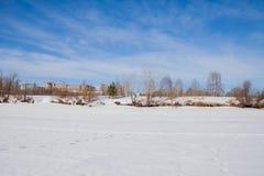 Het landschap van de de winterstad met nieuwe huizen op grote hoogte Royalty-vrije Stock Afbeeldingen