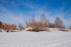 Het landschap van de de winterstad met nieuwe huizen op grote hoogte Stock Foto