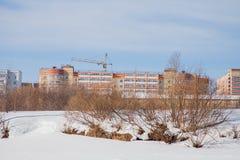 Het landschap van de de winterstad met nieuwe huizen op grote hoogte Royalty-vrije Stock Foto