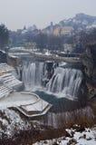 het landschap van de de winterwaterval royalty-vrije stock afbeeldingen