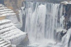 het landschap van de de winterwaterval Stock Foto's