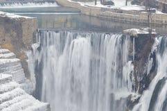 het landschap van de de winterwaterval royalty-vrije stock foto