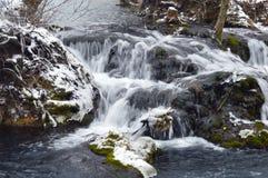 het landschap van de de winterwaterval royalty-vrije stock foto's