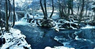 het landschap van de de winterwaterval Stock Afbeelding
