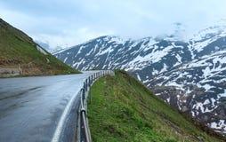 Het landschap van de de zomerberg (Oberalp-Pas, Zwitserland) stock afbeeldingen