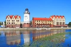 Het landschap van de de zomerstad - gezicht van Kaliningrad het Vissendorp Stock Foto