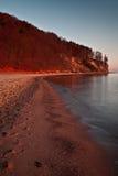 Het landschap van de herfst door het overzees stock fotografie