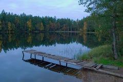 Het landschap van de herfst op meer Stock Foto's