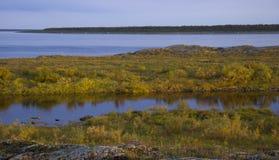 Het landschap van de de herfstrivier royalty-vrije stock afbeelding