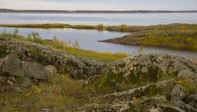 Het landschap van de de herfstrivier stock foto's
