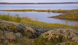 Het landschap van de de herfstrivier stock afbeeldingen