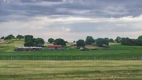 Het landschap van de K1518-trein die overgaan door stock foto