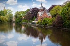 Het landschap van de lente in Brugge, België stock afbeelding