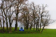 Het landschap van de lente Kapel in het landschap Moravian Toscanië, Zuid-Moravië, Tsjechische Republiek, Europa Stock Fotografie