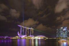 Het landschap van de Marina Bay Sands-laser toont stock fotografie