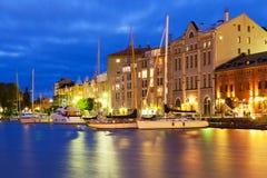 Het landschap van de nacht van de Oude Stad in Helsinki, Finland Stock Foto