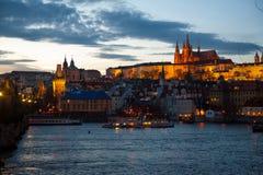 Het landschap van de nacht van oude stad van Praha Royalty-vrije Stock Foto's