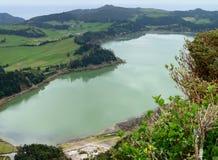 Het landschap van de oever van het meer in de Azoren Stock Afbeelding