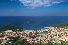 Het landschap van de Petrovacstad, Montenegro Stock Afbeeldingen