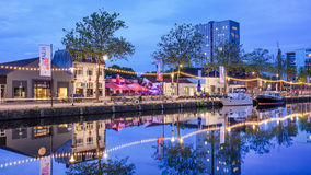 Het landschap van de Piushaven bij schemering, Tilburg, Nederland Stock Afbeeldingen