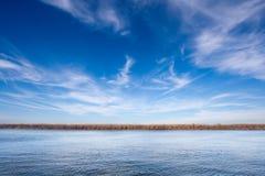 Het landschap van de rivier Stock Afbeeldingen