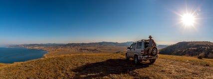 Het landschap van de schoonheidsaard, die op autoconcept reizen Stock Foto's
