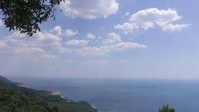 Het landschap van de schoonheidsaard met strand en overzees stock videobeelden
