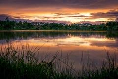 Het landschap van de schoonheidszonsondergang in Proton-Stad, Maleisië Royalty-vrije Stock Foto