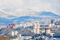 Het landschap van de sneeuw van de stad van Sotchi, Rusland Stock Afbeeldingen