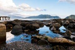 Het landschap van de strandrots Stock Afbeeldingen