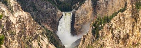 Het landschap van de de watervalrivier van de Yellowstoneberg stock foto's