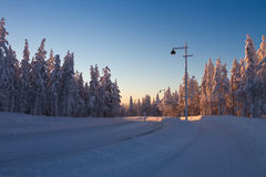 Het landschap van de winter bij zonsondergang Royalty-vrije Stock Afbeelding